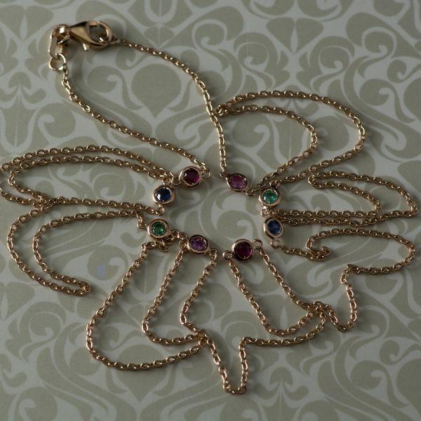 Lant din aur roz cu smaralde, rubine si safire, 3,40 grame