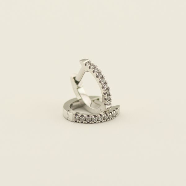 Cercei de aur alb 18k, 1,34 grame, diamante ~ 0,09 ct.