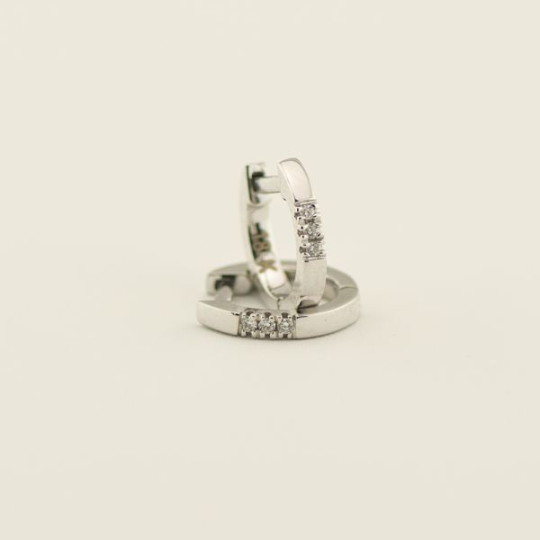 Cercei de aur alb 18k, 1,57 grame, diamante ~ 0,03 ct.