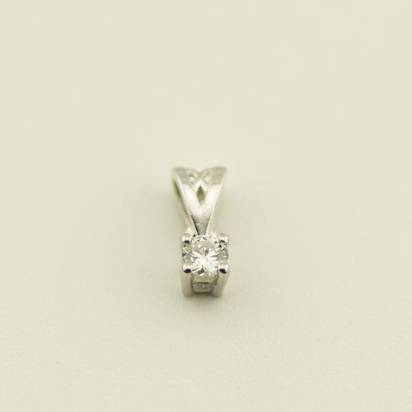 Pandantiv de aur alb 18k, 0,38 grame, diamant ~ 0,08 ct.