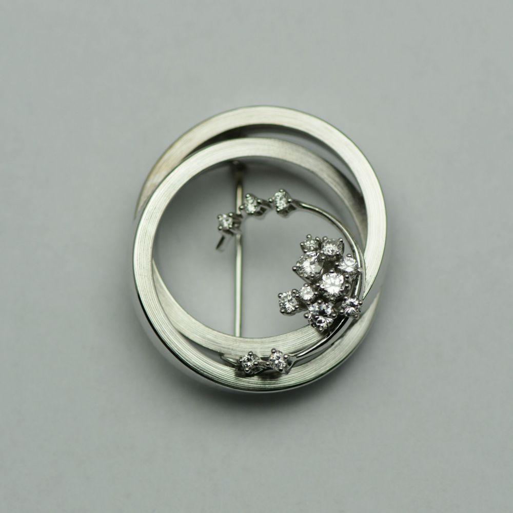 Brosa din aur alb 18k cu diamante