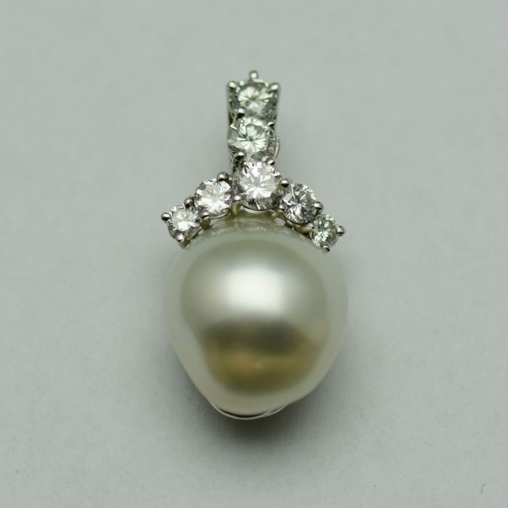 Pandantiv aur alb 18k cu perla si diamante
