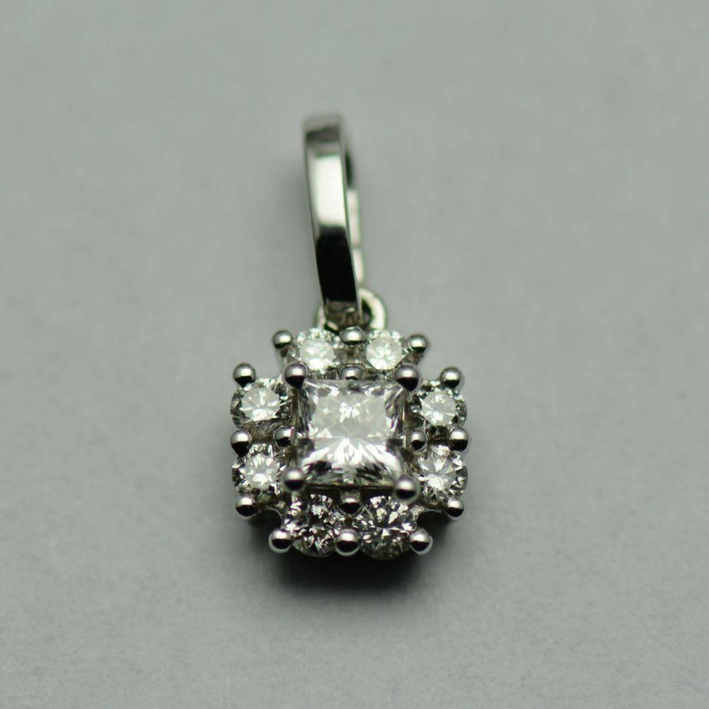 Pandantiv din aur alb, cu diamante