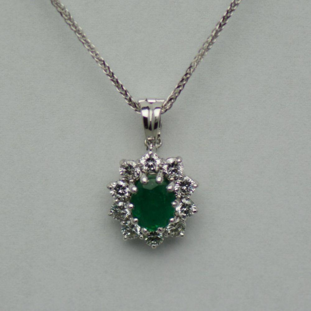 Pandantiv de aur alb cu smarald si diamante