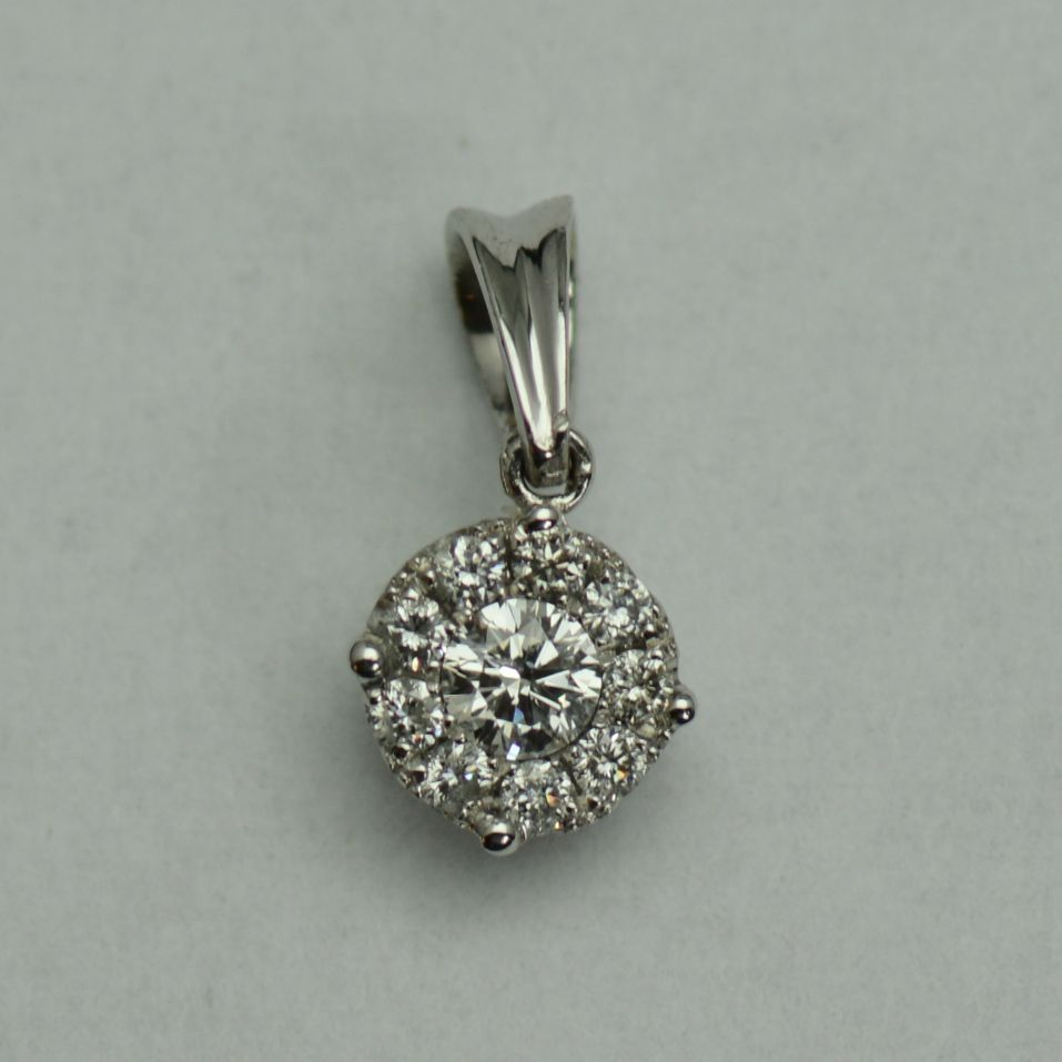 Pandantiv din aur alb cu diamante rotunde