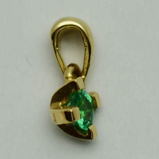 Pandantiv din aur galben cu smarald