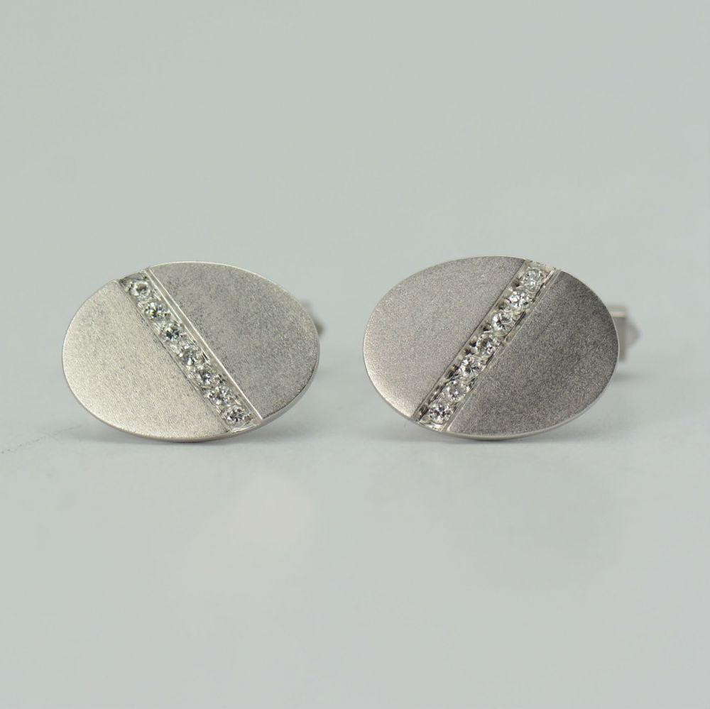 Butoni ovali aur alb cu diamante