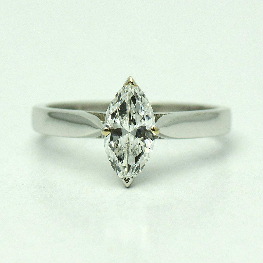 Inel 18k din aur alb cu diamant marquise
