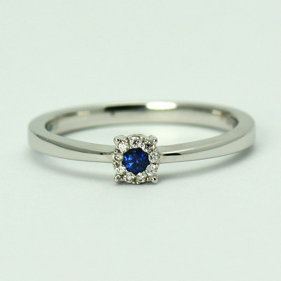 Inel de aur alb 18k cu safir si diamante