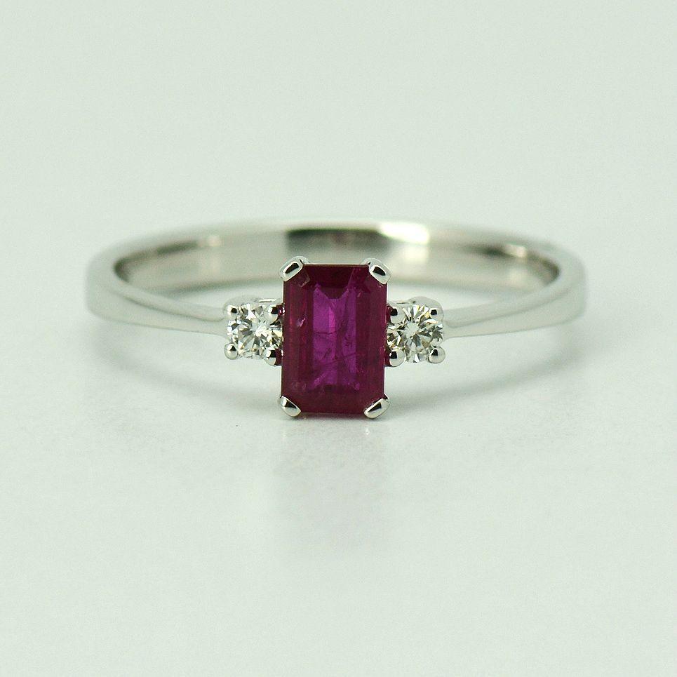 Inel din aur alb 18k cu rubin si diamante