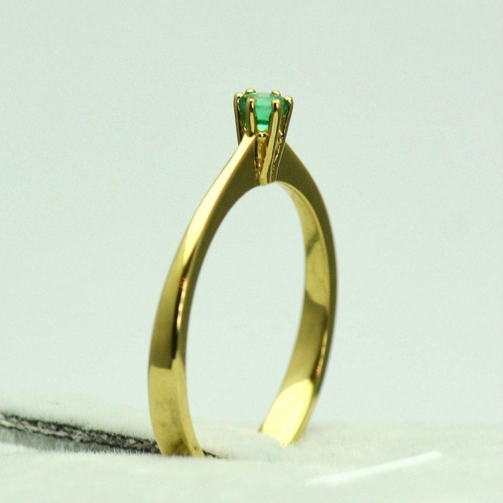 Inel din aur galben cu smarald