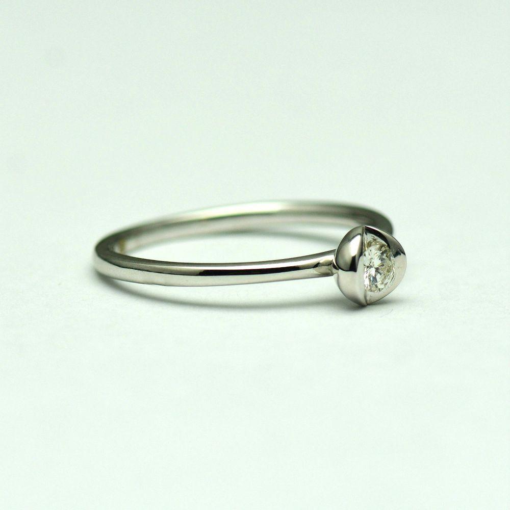 Inel aur alb 18 cu diamant