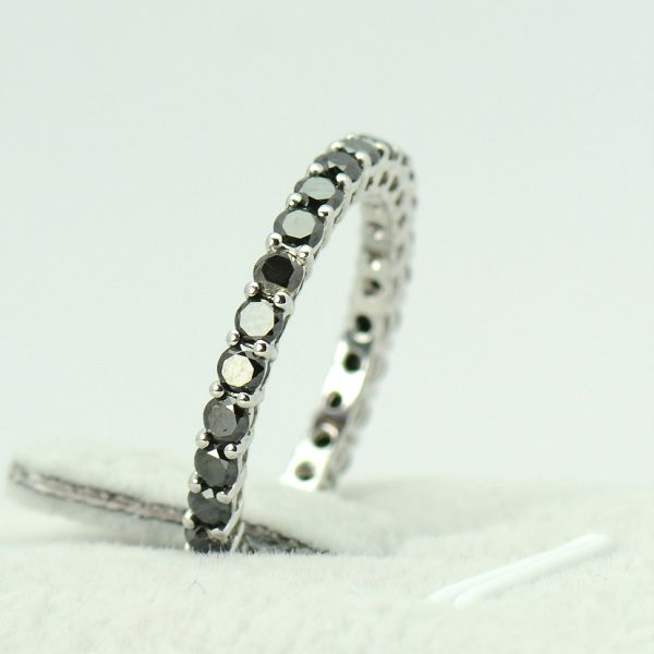 Inel cu diamante negre din aur alb 18k