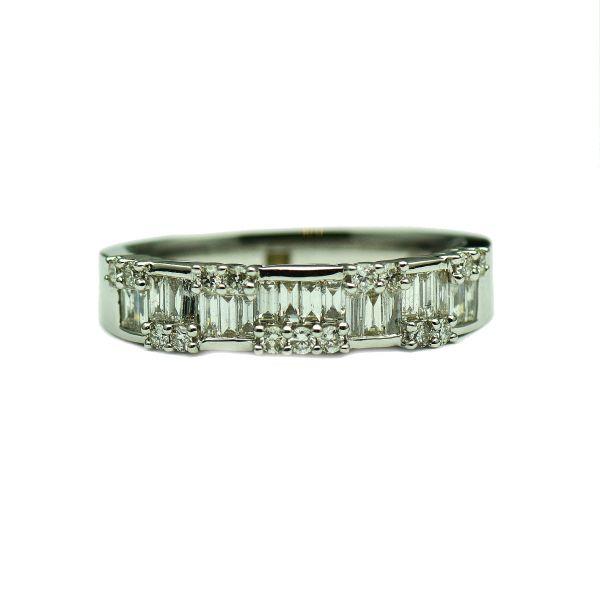 Inel de aur alb, cu diamante bagheta si briliant
